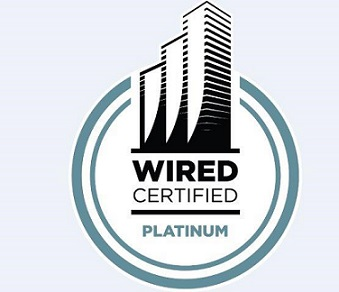 <p>Avec la Wired Certification, il est possible de mettre en avant la<strong>connectivité numérique</strong>d'un bâtiment et ainsi de se démarquer et d'attirer de futurs utilisateurs grâce à une valorisation d'<strong>image d'innovateur</strong>.</p> <p>Un immeuble certifié Wiredscore offre à ses utilisateurs l'assurance de s'installer et de se connecter instantanément dans un bâtiment disposant de la<strong>capacité technologique adéquate</strong>et des accords requis avec les fournisseurs d'accès Internet.</p>